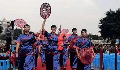 第三届百姓广场舞大赛年度总决赛在绵阳铁牛广场举行